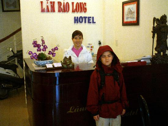 Lam Bao Long Hotel : Front desk