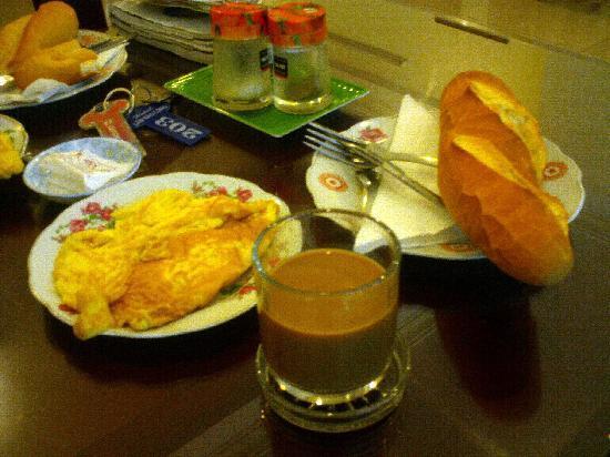 Lam Bao Long Hotel : Great coffee and fresh,warm french bread!