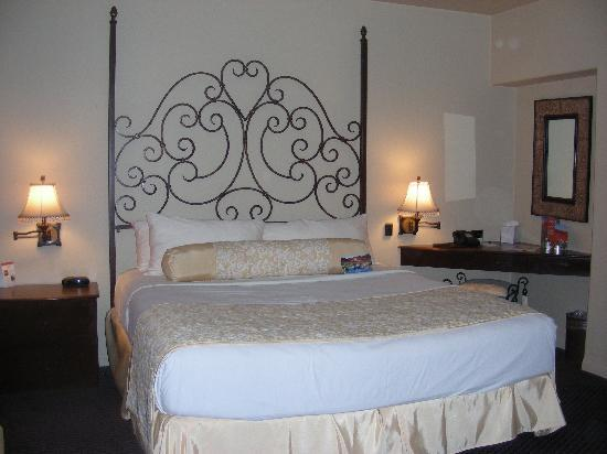 2 Bedroom 2 Bath Suite Picture Of Andreas Hotel Spa Palm Springs Tripadvisor