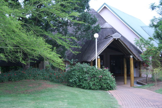 Pietermaritzburg, Sydafrika: Thatched roof covering the walkway