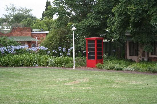 Pietermaritzburg, Sydafrika: Old phonebooth on the grounds