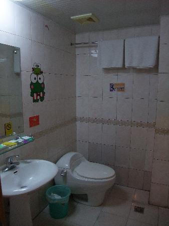 Shihua Boutique Hotel : Clean toilet with hot water
