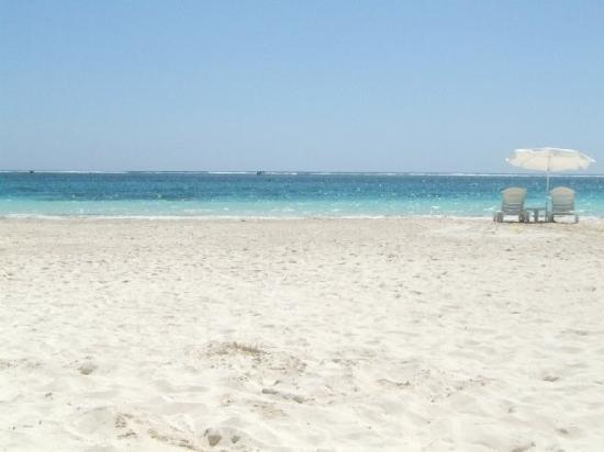 Cabanas Puerto Morelos: incredibly wide beach, no crowds, beautiful water