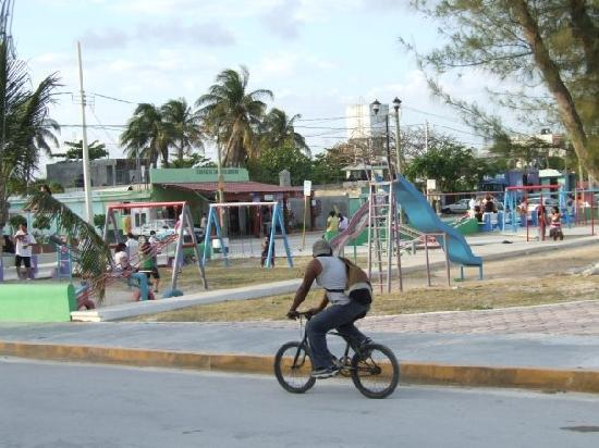 Cabanas Puerto Morelos: the main sqaure in Puerto always filled with kids, families and events