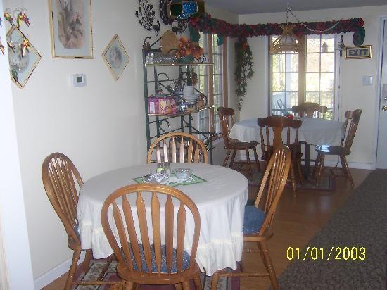 Killarney B Inn B: Breakfast Area