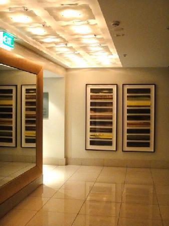 Radisson Blu Plaza Hotel Sydney: hallway by the lobby