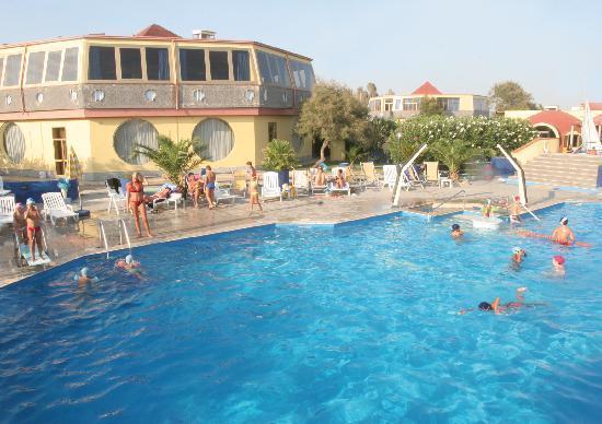 Nirvana Club Village: La piscina per grandi e bambini