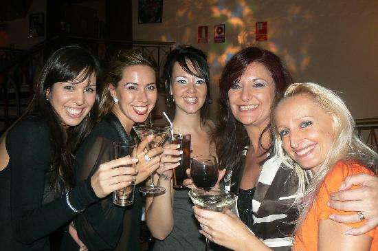 Coeur de Filet: The Viana Office Girls