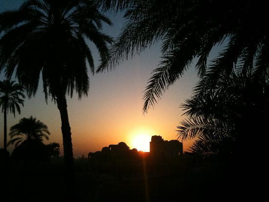 El Nakhil Hotel & Restaurant: sun set
