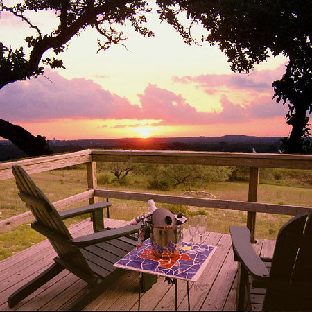 Wimberley, เท็กซัส: Relax in the beautiful TX Hill Country with breath taking views!