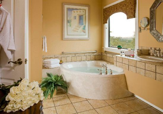 Blair House Inn: Rejuvinate in our two person whirlpool tub.