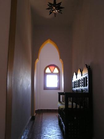Dar Al Bahar: Hall towards Malika room