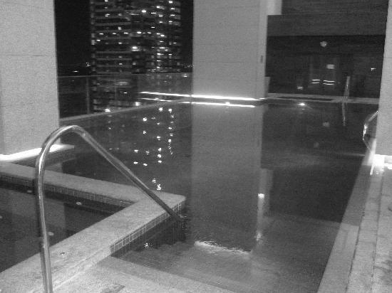 Bonnington Jumeirah Lakes Towers: The Pool Area 2