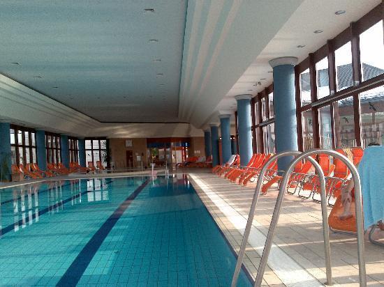 Buk, Hungria: schwimmbad