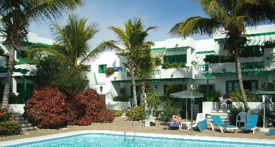 Nazaret Apartamentos : Apartments & pool