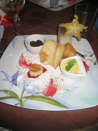 อุตูโรอา, เฟรนช์โปลินีเซีย: Raiatea, Opoa beach hotel- Diner du jeudi 6 août 2009, assiette de desserts du moment