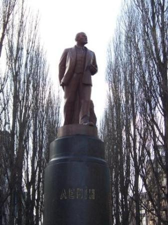 Khreshchatyk gate: Most of the former Lenin statues were removed after the collapse of the Soviet Union. Some, cons