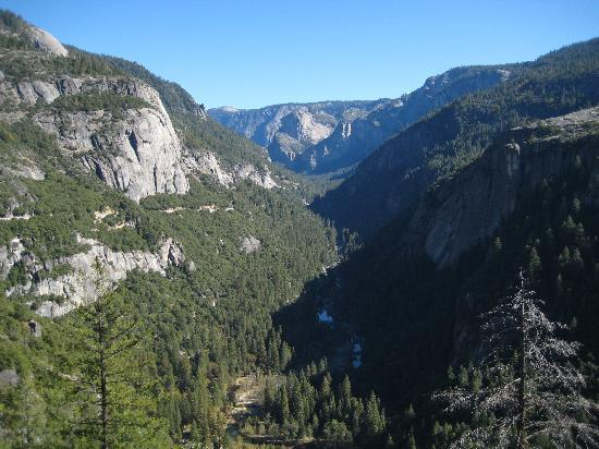 Yosemite Vacation Homes: 10 minutes max by car and you are here, entering Yosemite Valley