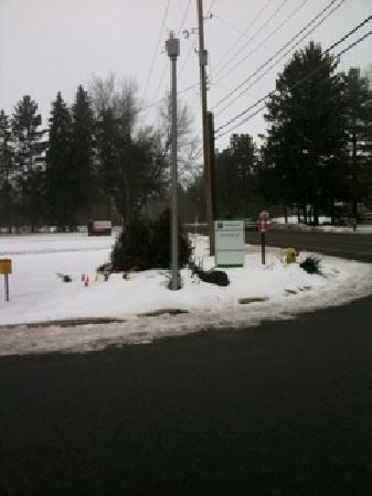 Holiday Inn Kalamazoo-West: tiny entrance sign!! blink & you'll miss it