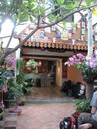 Tavee Guest House: Common Area