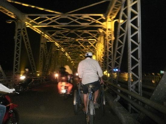 Hotel Saigon Morin: The colourful bridge you see fom your window