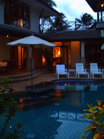 Banyan Villas: Post sunset.