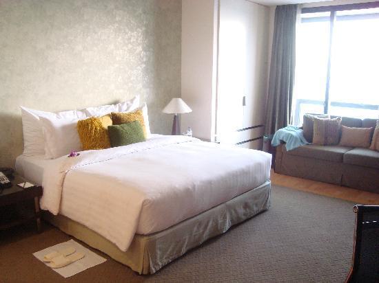 Emporium Suites by Chatrium: the room