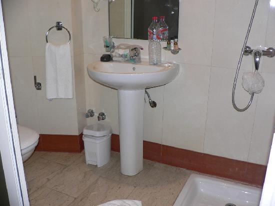 Oum Palace Hotel : Bathroom