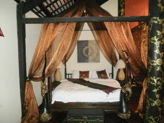Ramayana Boutique Hotel: the bed