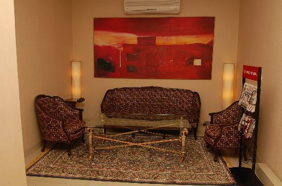 Hotel Express 66: lobby