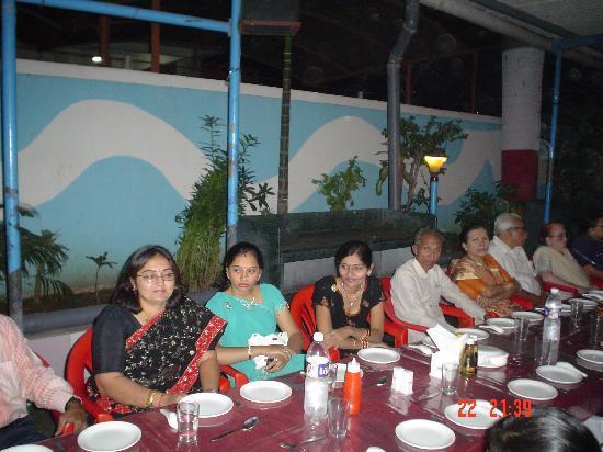 Dariya Darshan Hotel: ITS MY FAMILY PHOTO FROM HOTEL