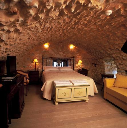 """Limeni, Grecja: Room 2: Junior Suite """"Kamara"""""""
