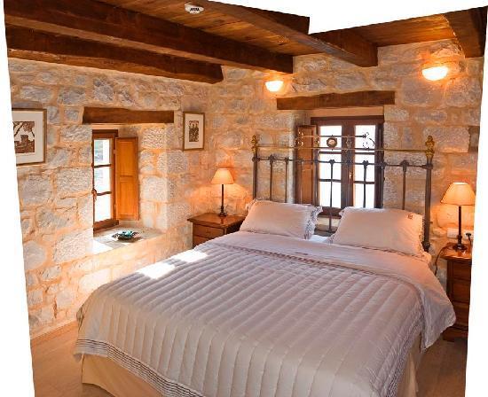 Mavromichalai Hotel: Room 6: Standard Stone Room