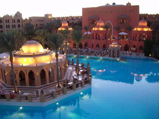 The Makadi Palace Hotel: evening time, all lit up