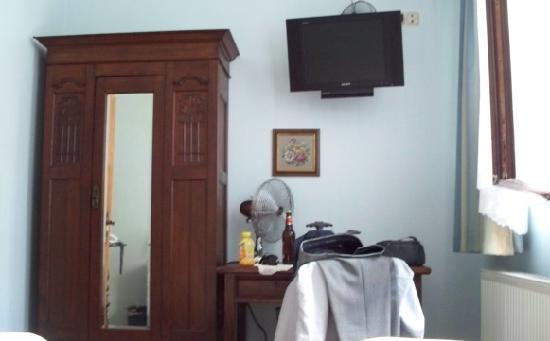 Hotel La Isla : View from bed to TV, desk & wardrobe.