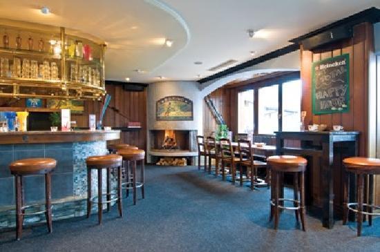 Hotel Rosalp: Ski Total Chale tHotel Roasalp Bar
