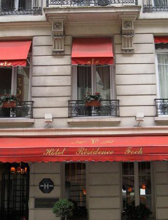 Hotel Residence Foch: Front door