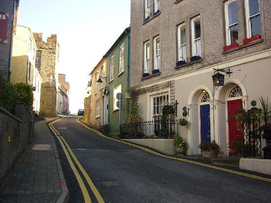 Cloisters Bed & Breakfast: Up the hill from town centre
