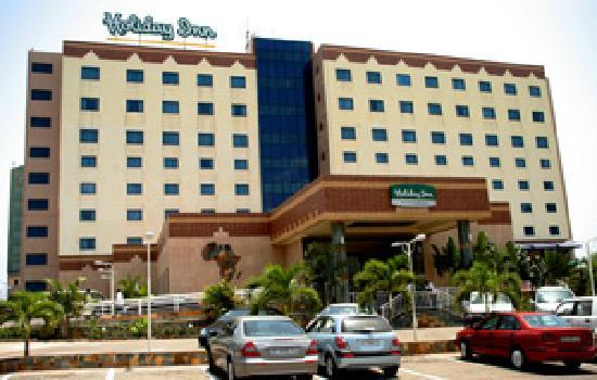 Holiday Inn Accra Airport: Hotel Front