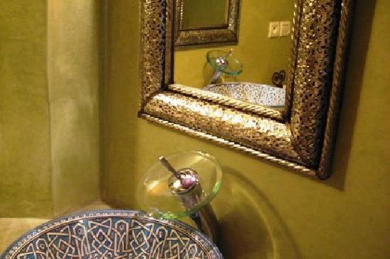 Riad Zitouna: Salle de bain suite Fès