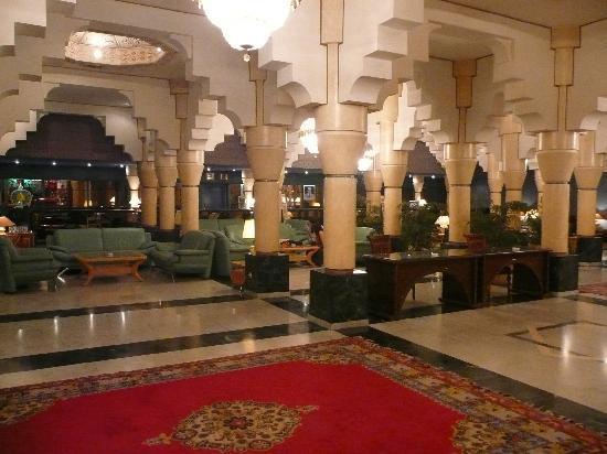 Movenpick Hotel Mansour Eddahbi Marrakech: Vista de la recepción