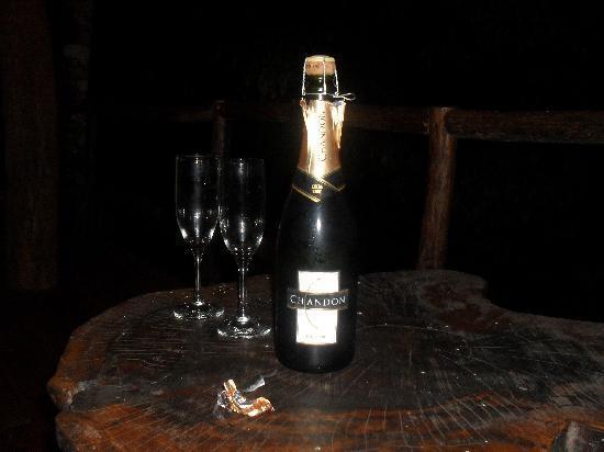 La Aldea de la Selva Lodge: champagne time