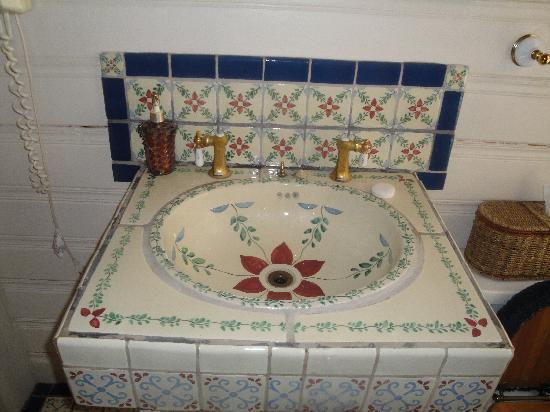 The Inn of the Rockies at the Historic Alma House: Sweet Sink