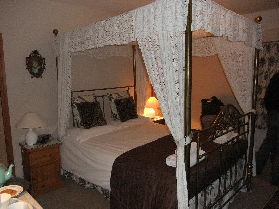 Spire Cottage: bedroom