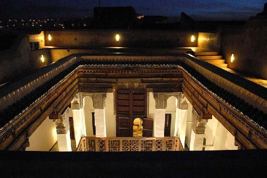 Hotel & Spa Riad Dar Bensouda: Patio by night