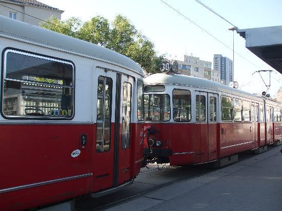 Ostello della gioventu: la fermata del tram