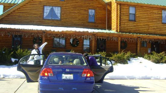 Grand Living Bed & Breakfast: First day! There's a snow!