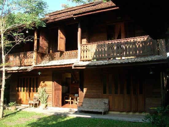 Tanita House: Teak house