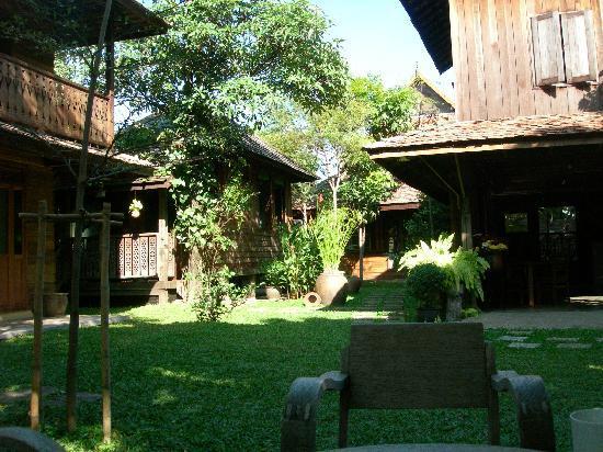 Tanita House: Garden