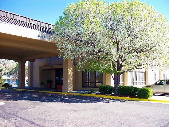 Baymont Inn & Suites Amarillo East: Hotel Entrance